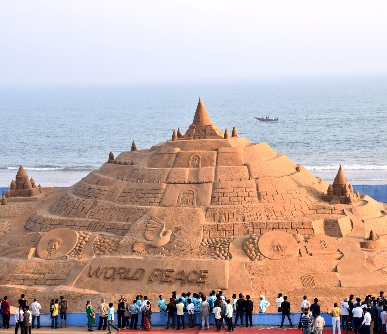 Featured, India, artist, Odisha, Sudarsan, Guinness Book,Puri