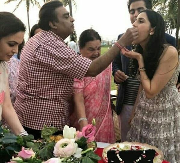 Akash Ambani-Shloka Mehta with Mukesh and others