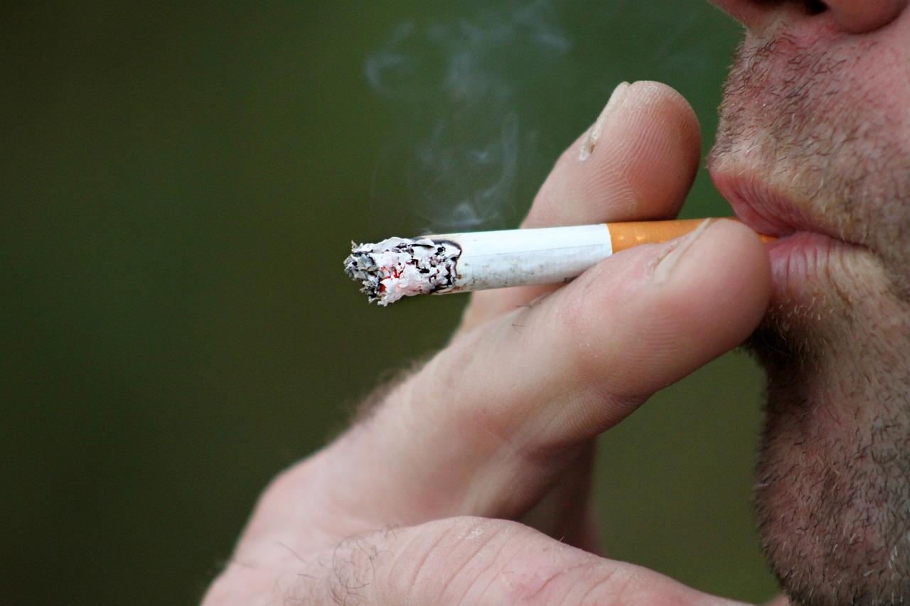 smoking-397599_1280